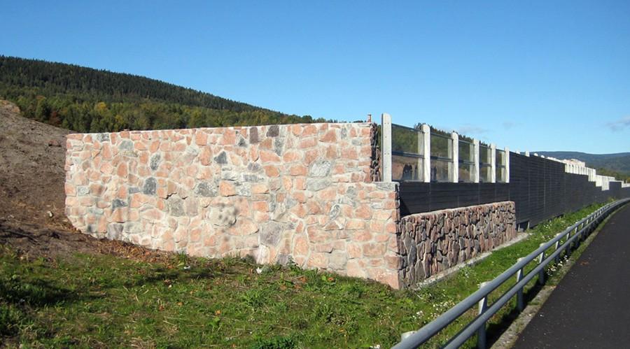 Granitt brukt i støyskjerm langs E6 i Drammen